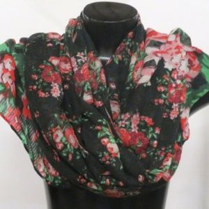 NWT Bestey Johnson Rose Print Scarf